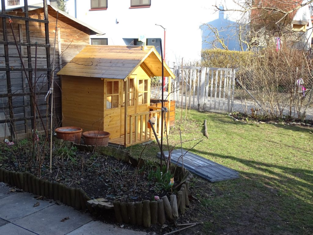 Reihenhausgarten_Gabione als Beetbegrenzung bauen