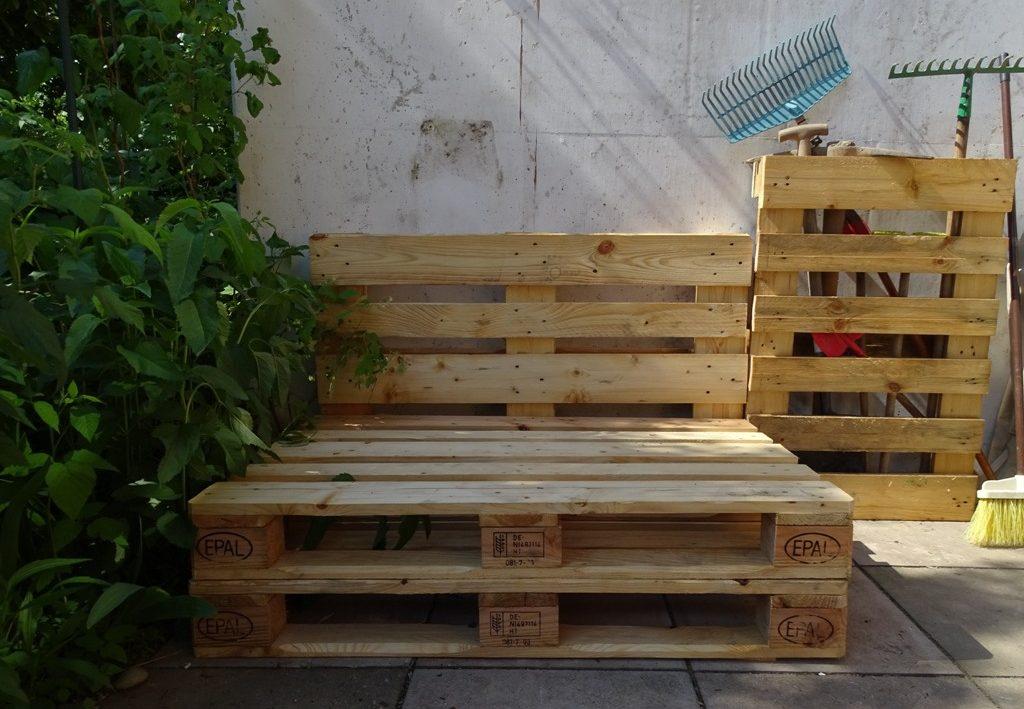 Palettensofa für den Garten - Die Bauanleitung und Tipps gib es bei DIY-Bloggerin Veronika von VlikeVeronika