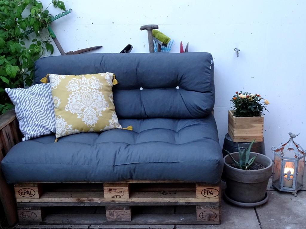 Paletten sofa fafar den garten for Polster fur palettensofa