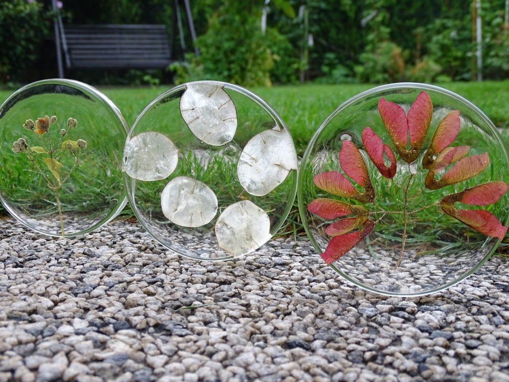 Naturmaterialien können nur völlig getrocknet beim Basteln mit Epoxidharz verwendet werden.