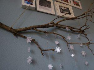 Ast mit Schneeflocken aus Papier von VlikeVeronika