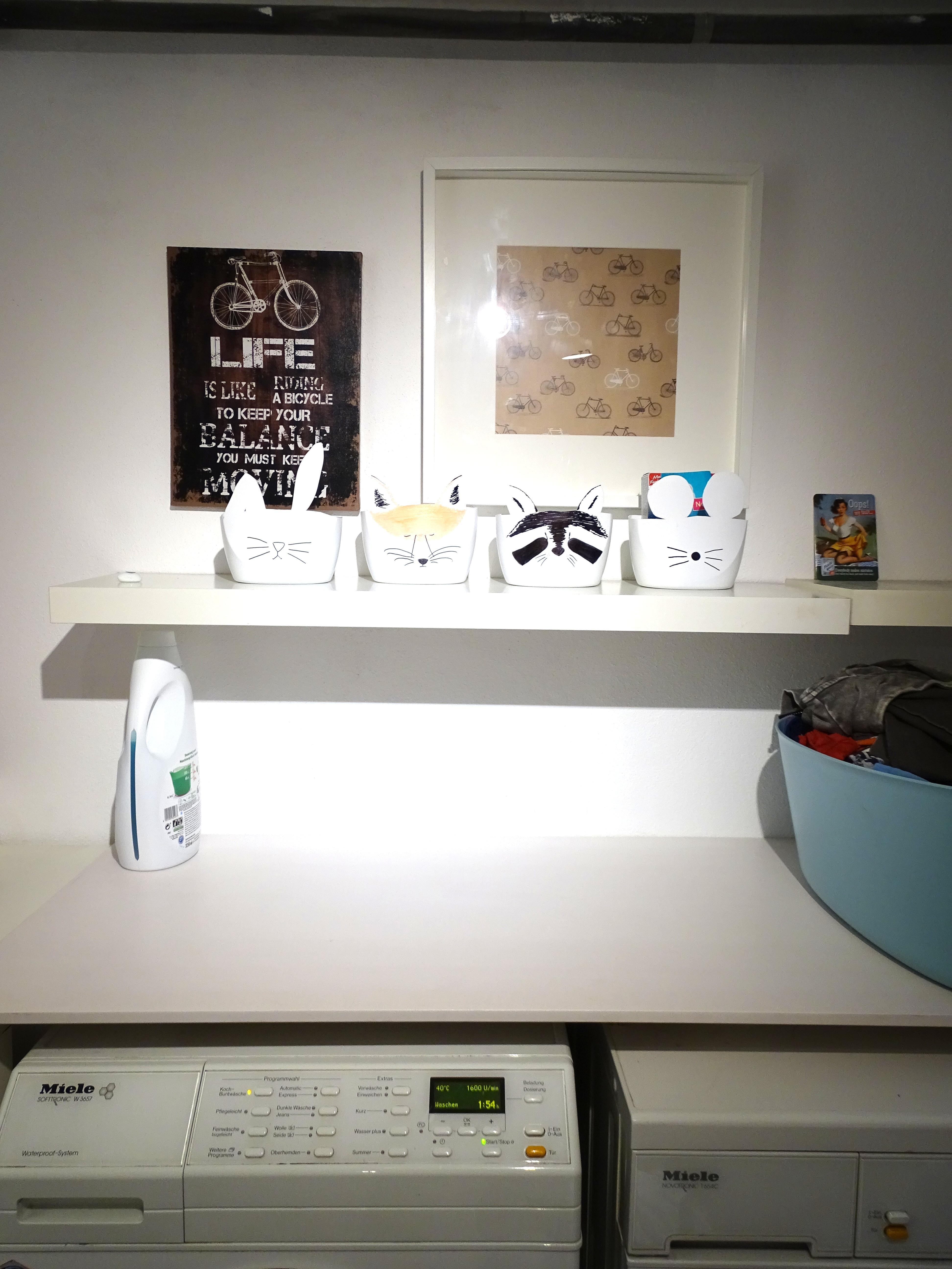 Miele Wäschetrockner und Miele Waschmaschine, Waschkücheneinrichtung Idee