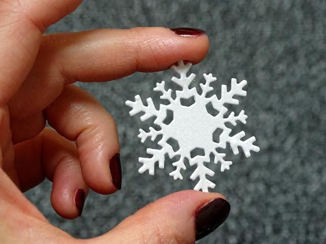 Bastelideen mit Schneeflocken aus Papier mit der Sizzix