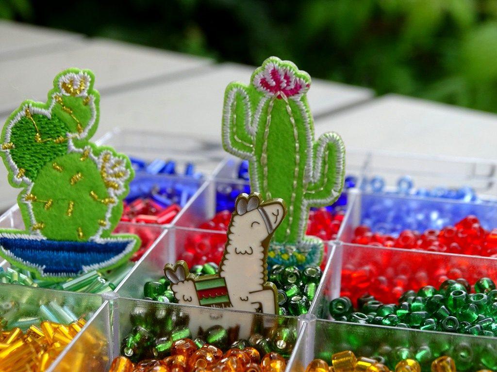 Lama, Kaktus und Perlen