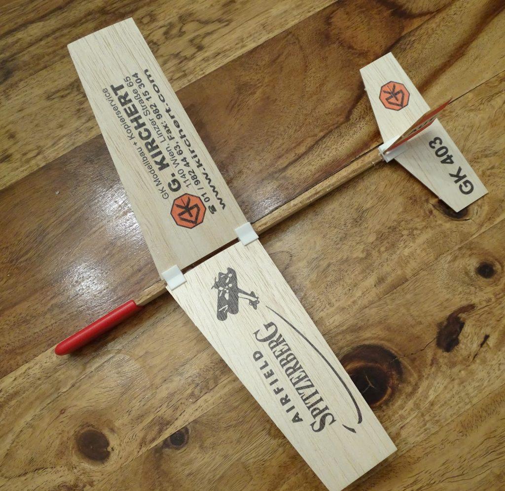 Modellflieger aus Holz