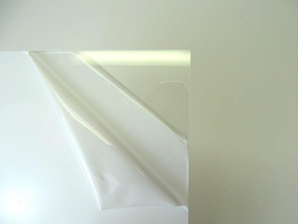 Schutzfolie von Acrylglasplatten oben lassen oder entfernen?