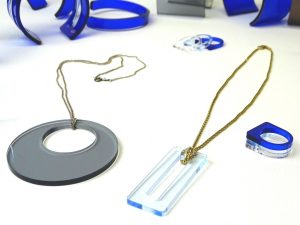 Kettenanhänger aus Acrylglas