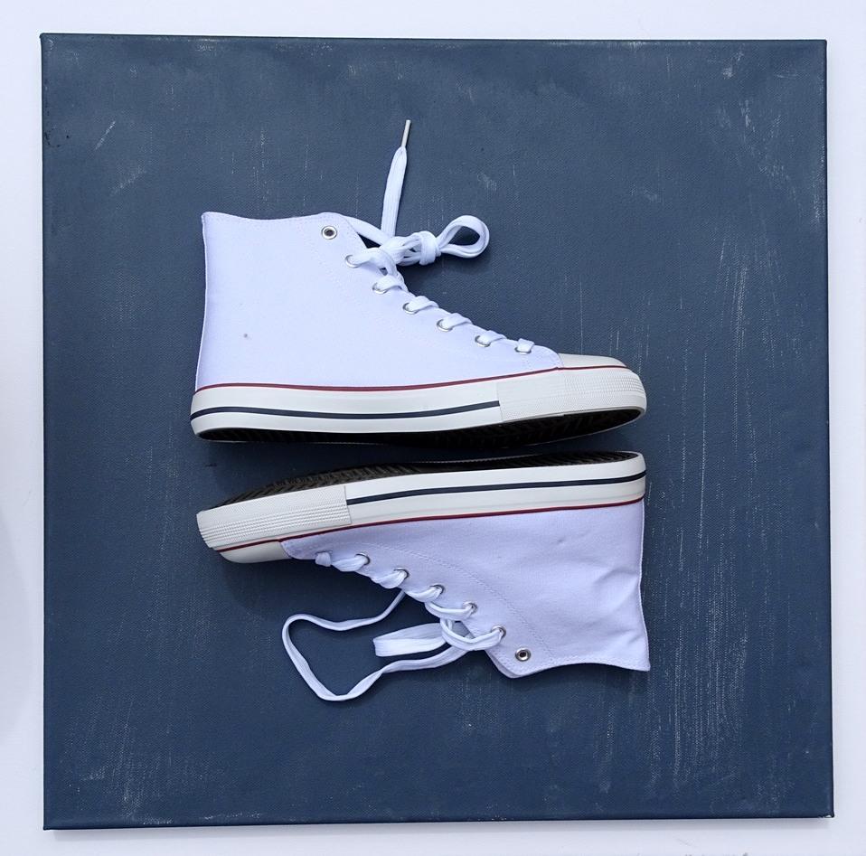 Weiße Schuhe von Deichmann eignen sich zum Bemalen