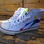 Schuhe bemalen: Mit Textilmarkern, Permanentmarkern oder Stiften für Leder kommst Du gut ans Ziel