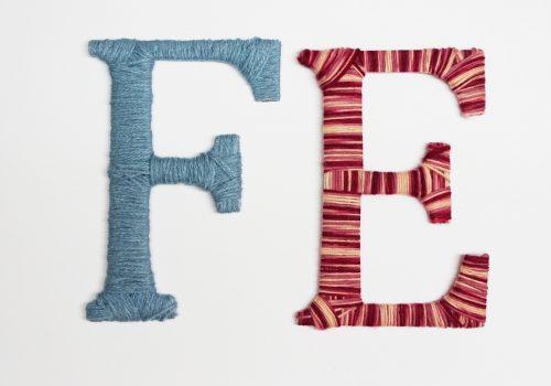 Basteln mit Wolle und Karton: Wollwickelbuchstaben aus Wollresten und Obst- und Gemüsekartons