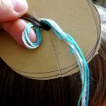geknüpftes Haarband mit gewickeltem Freundschaftsband