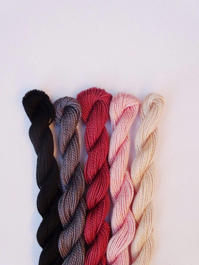 Herbstliche Farbkombination mit Puder, Zartrosa, Mauve, Dunkelgrau, Schwarz