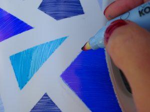 Sharpies von Plastik entfernen: Nagellackentferner hilft