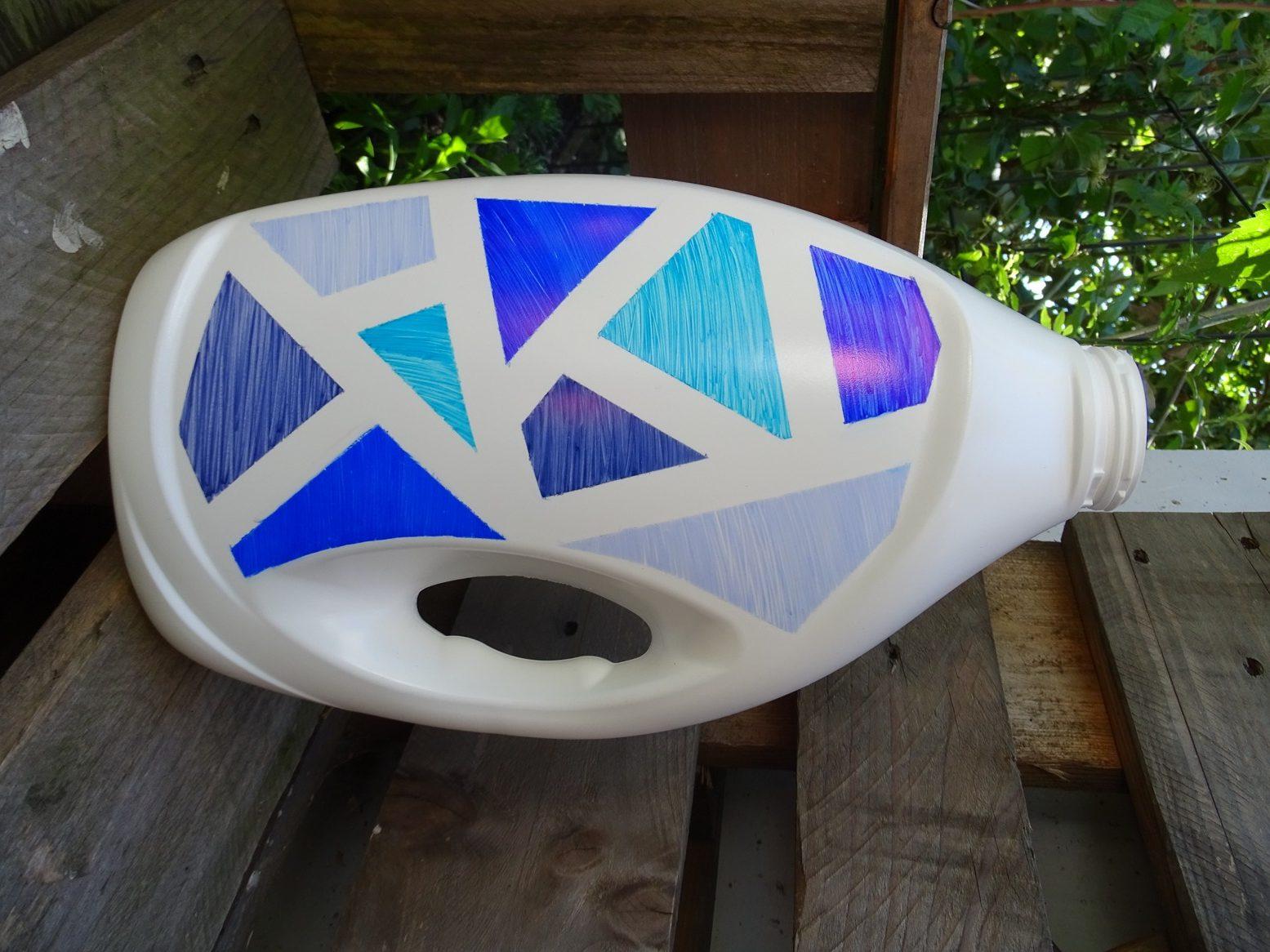 Waschmittelflasche bemalen mit Sharpies: geometrisches Muster