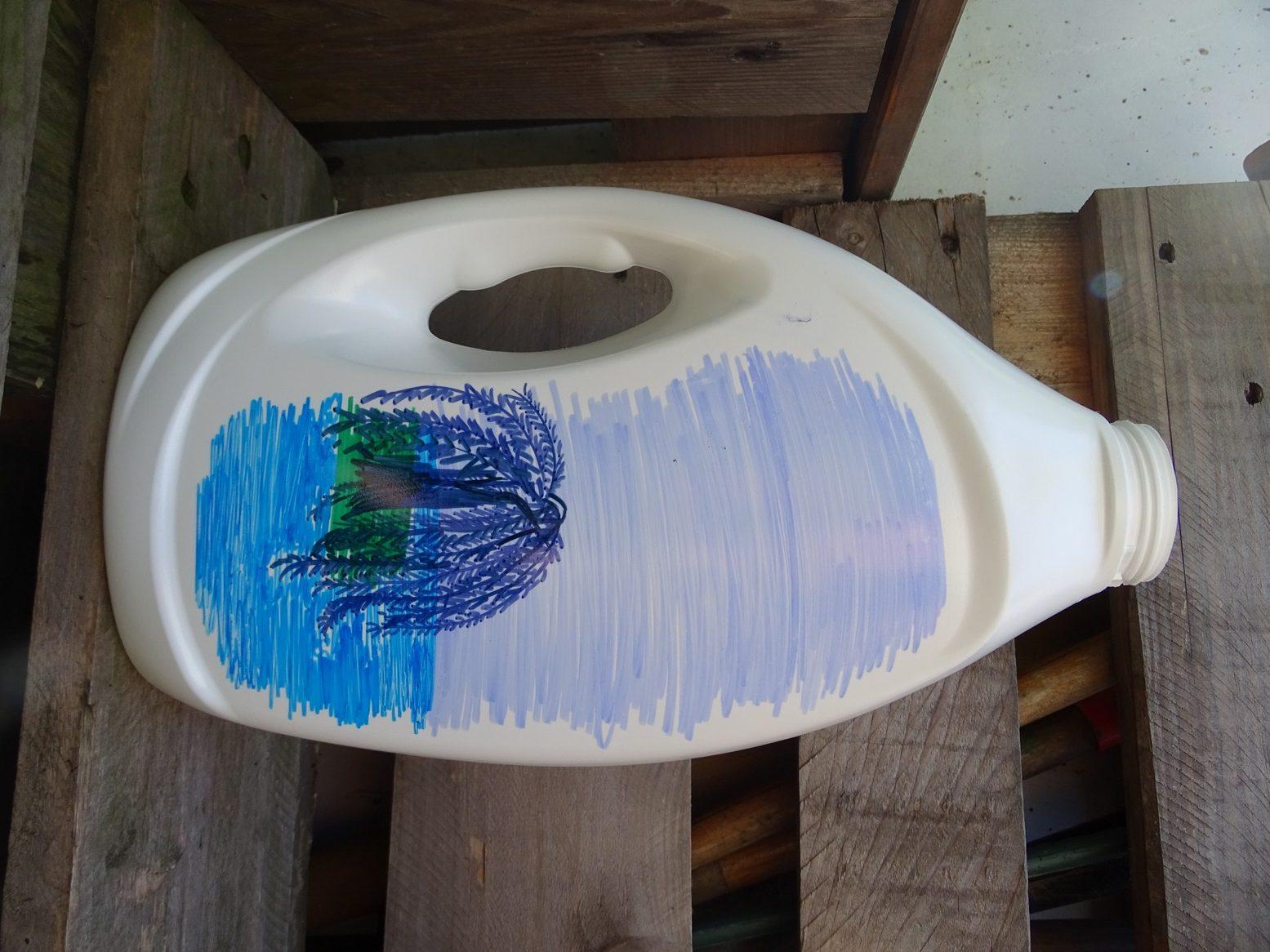 Waschmittelflaschen-Upcycling: zeichne schöne Landschaften mit Permanentmakern