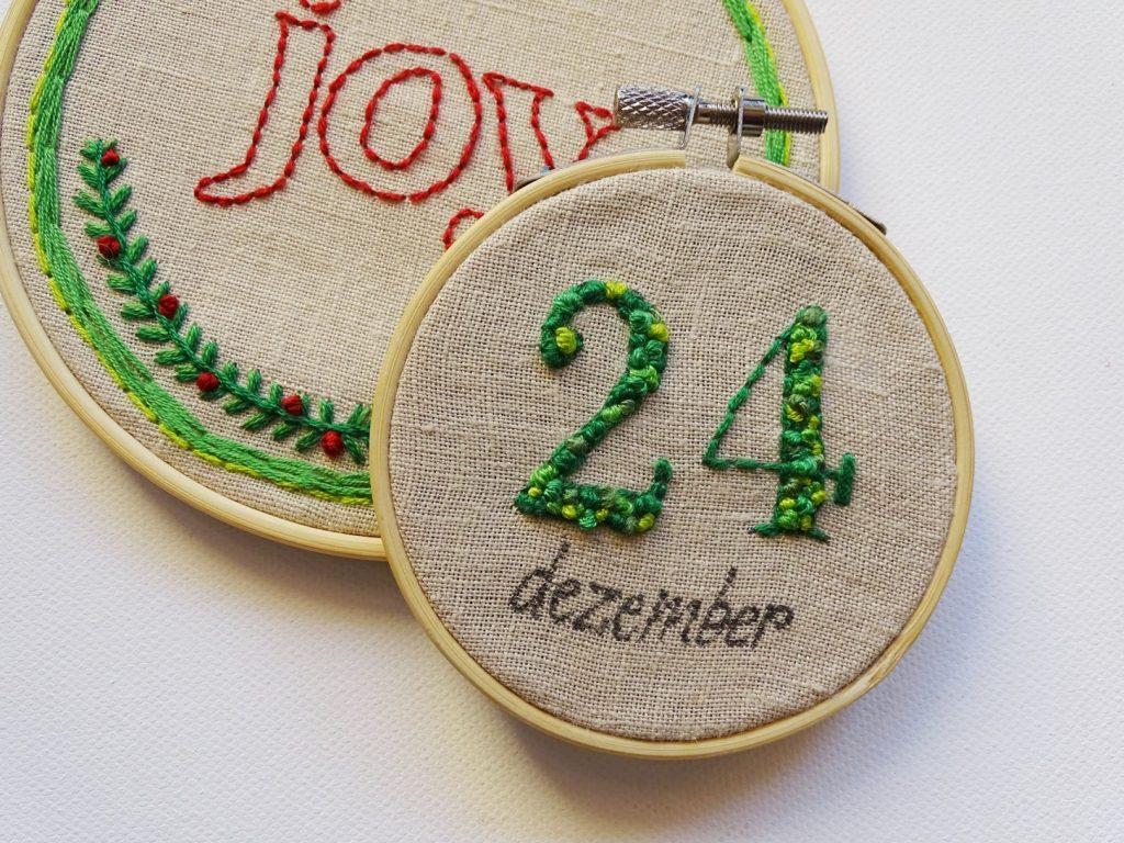 Kleine Weihnachtsgeschenke basteln: Stickbilder als Mini-Geschenk