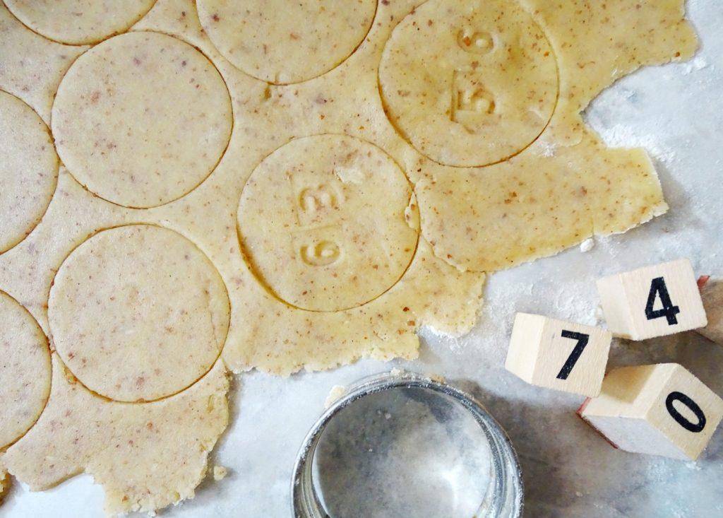 Einmaleins-Kekse backen und spielerisch das Einmaleins lernen