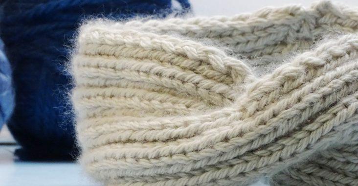 Stirnband mit Knoten stricken_einfache Anleitung für Anfänger