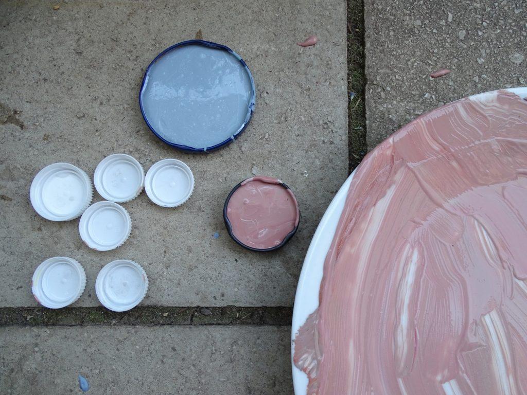 Fingerfarben aufheben: Trocknen lassen und später als Wasserfarben verwenden