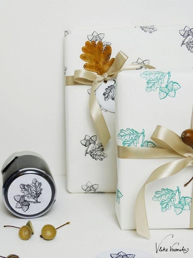 Lass Dir einen individuellen Stempel von trodat anfertigen: Eicheln und Eichenblätter sind ein Evergreen für Weihnachten.