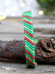 Das Linienmuster in Grün und Rot eignet sich toll für Freundschaftsbänder zu Weihnachten.