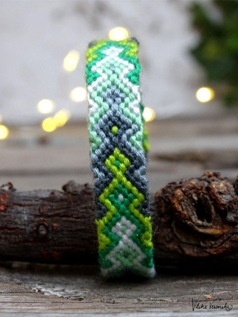 Das mehrteilige Pfeilmuster in Grüntönen passt wunderbar zu Weihnachten.