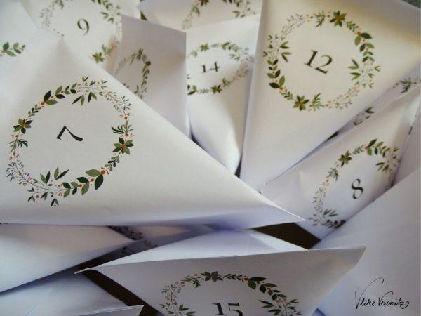 Kleine Adventskalendertütchen aus Kopierpapier zum Herunterladen.