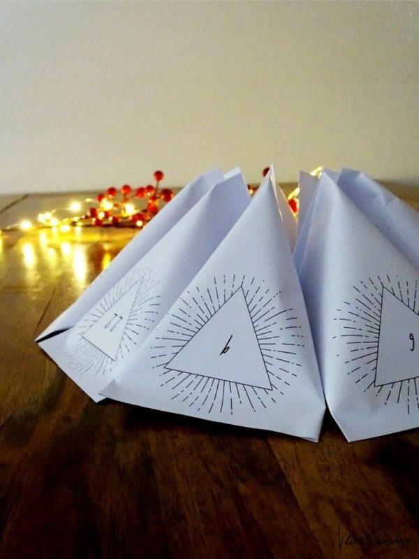 Dreieckige Adventskalendertüten mit schlichtem Design - passt auch für Männer