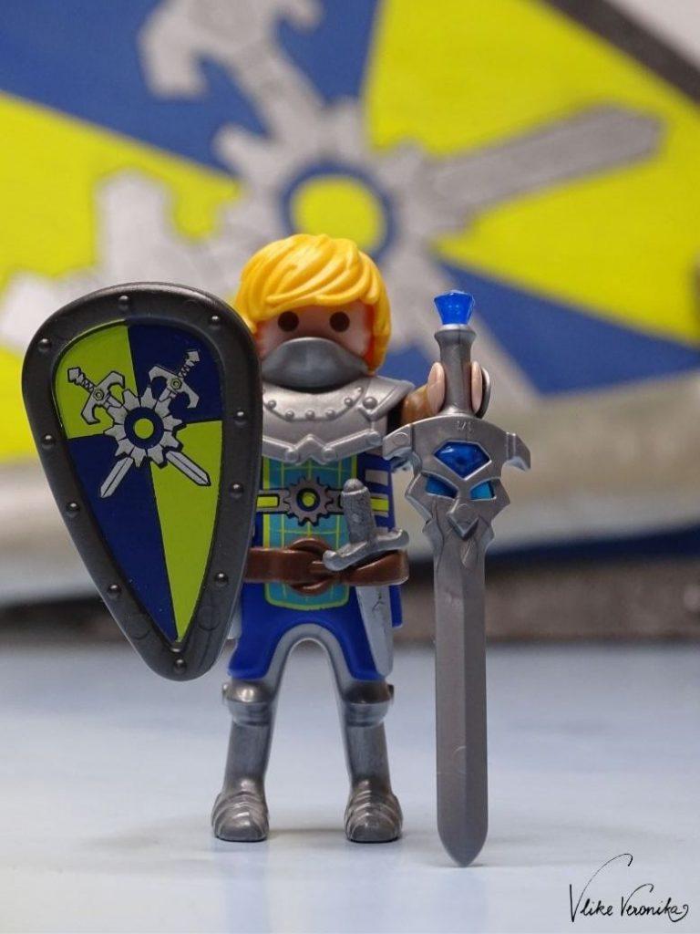 Bastle Dir ein Kostüm für Prinz Arwynn von Novelmore.