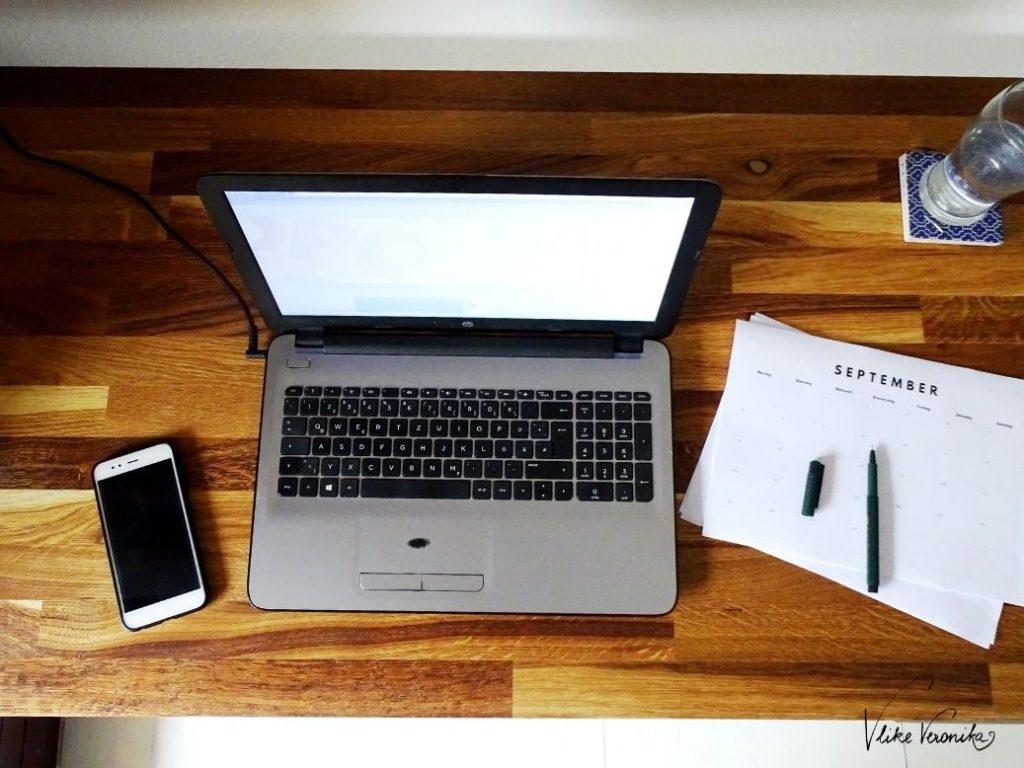 Schreibtisch mit Massivholzplatte selber bauen